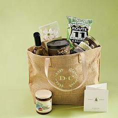 Washington D.-Inspired Welcome Basket - Unique Wedding Favors - Southern Living Homemade Wedding Favors, Creative Wedding Favors, Wedding Gift Bags, Rustic Wedding Favors, Wedding Welcome Bags, Welcome To The Party, Wedding Favors For Guests, Welcome Gifts, Unique Wedding Favors