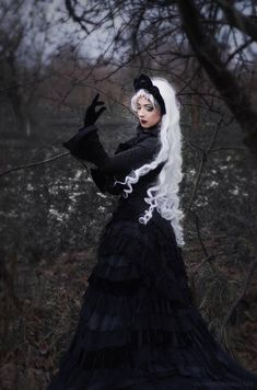Model: Apsara Afsanesara. Photographer: Vi. and her art. Welcome to Gothic and Amazing |www.gothicandamazing.org