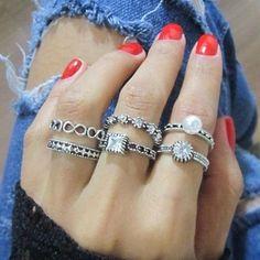Quanto anel lindo! Difícil escolher não é mesmo? Mais você pode ter todos agora, porque custam muito pouco 💞 Acesse nosso site: www.amoralora.com.br 💍