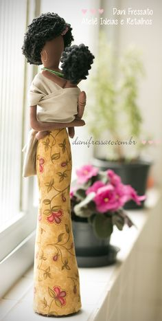 Black Fabric doll with Sling Ideas & Patches by Dani Fressato African Dolls, African American Dolls, Doll Crafts, Diy Doll, Doll Clothes Patterns, Doll Patterns, Fabric Dolls, Paper Dolls, Doll Toys