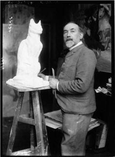 Steinlen sculpting cat - press photograph - Agence Meurisse _From Gallica_
