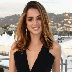 Stunning actress Ana de Armas made her debut on the red carpet of #CannesFilmFestival wearing the Garzas maxi earrings in yellow gold and diamonds.