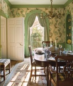 Green Dining Room, Green Rooms, Dining Rooms, Dining Chairs, Palm Beach, French Wallpaper, Print Wallpaper, English Country Style, Country French