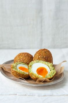 Falafel Scotch Eggs with Ginger and Verjuice Tahini~This is a splendid vegetarian recipe for Scotch eggs that yields an envious crisp outer layer. It truly comes into its own when paired with the tahini dressing & mixed green leafs. Egg Recipes, Dinner Recipes, Cooking Recipes, Brunch, Scotch Eggs Recipe, Tapas, Vegetarian Recipes, Healthy Recipes, Delicious Recipes