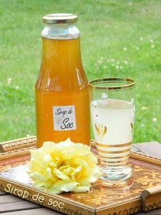 Reteta culinara Sirop din flori de soc din categoria Conserve. Cum sa faci Sirop din flori de soc Tea Cafe, Romanian Food, Hot Sauce Bottles, Cold Drinks, Lemonade, Yogurt, Vegetarian Recipes, Drinking, Diy And Crafts