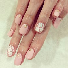 Pink flowers flowery nails style fashion classy girly pretty classic trendy