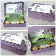 """Zum Geburtstag ist diese frühlingshafte Gutscheinbox mit dem schönen Stempelset """"Geburtstagsblumen"""" entstanden. Es enthält neben den Blumenstempeln auch drei schöne passende Geburtstagssprüche. Zwei d"""