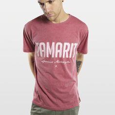 CAMISETA JASPEADA TAMARIT BURDEOS Camiseta 100% algodón fabricada en España, con los mejores materiales. Serigrafiadas con tintas de alta calidad.     Incluye caja de cartón y 3 pegatinas.