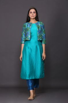Simple Kurta Designs, Silk Kurti Designs, Stylish Dress Designs, Kurta Designs Women, Kurti Designs Party Wear, Salwar Neck Designs, Sleeves Designs For Dresses, Dress Neck Designs, Neck Designs For Suits
