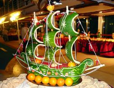 Fruit Carving - Vegetable Carving - Watermelon ship - Get Creative! Veggie Art, Fruit And Vegetable Carving, Veggie Food, Watermelon Art, Watermelon Carving, Decoration Buffet, Fruit Creations, Food Sculpture, Food Carving