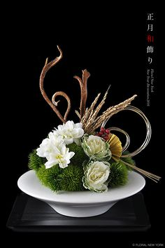 Houseplants for Better Sleep 2015 It's Floral New York Style Ikebana Arrangements, Beautiful Flower Arrangements, Floral Arrangements, Beautiful Flowers, Deco Floral, Arte Floral, Corporate Flowers, Christmas Arrangements, Japanese Flowers