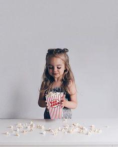 Popcorn: sweet or salty? We're team sweet! Cute Little Baby, Baby Kind, Little Ones, Cute Family, Baby Family, Family Kids, Baby Pictures, Baby Photos, Cute Kids