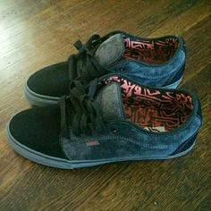 Chukka Low Vans Vans Chukka low top skate sneaker with Ultracush HD pro insoles. Like new. Vans Shoes Sneakers