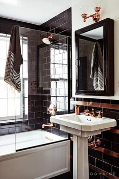 swooning over the lacquered tiling + medicine cabinet in this bathroom - with the perfect pop of copper accents