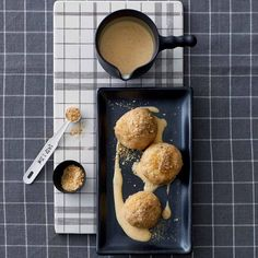 Apfel-Klösschen auf Vanillesauce: Rezept - [LIVING AT HOME]
