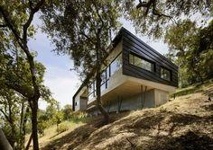 partie sur pilotis sur pente raide - Overlook-House par Schwartz and Architecture - Californie, USA