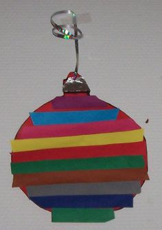 Knutselen met peuters en kleuters voor de kerst Christmas Crafts For Kids, Christmas Art, Christmas Bulbs, Bee Creative, Santa's Little Helper, Holidays With Kids, Preschool Art, Winter Theme, Toddler Crafts