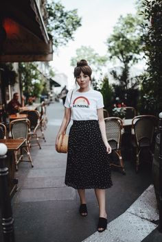 Graphic tee and printed skirt ; Long Skirt Outfits, Midi Skirt Outfit, Modest Outfits, Casual Outfits, Midi Skirts, Modest Clothing, Long Skirts, Cute Fashion, Modest Fashion