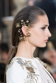 Hobeika at Couture Fall 2016 Earings from george hbaika haute couture fashion show fall/winter 2017 in Paris.Earings from george hbaika haute couture fashion show fall/winter 2017 in Paris. Georges Hobeika, Fashion 2017, Diy Fashion, Ideias Fashion, Fashion Show, Fashion Ideas, Cheap Fashion, Fashion Fall, Fashion Necklace
