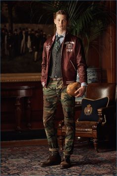 POLO Ralph Lauren Goes Collegiate for Fall Campaign - Max Snippe goes sporty in a look from POLO Ralph Lauren. Polo Ralph Lauren, Ralph Lauren Style, Preppy Mens Fashion, Military Fashion, Mode Masculine, Ivy League Style, Style Masculin, Ivy Style, Gentleman Style