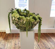 Holzkorb mit Hortensie für Foyer, Eingang, Geschäfte, kann schön mit Give-aways, Flyern für Kunden gefüllt werden.