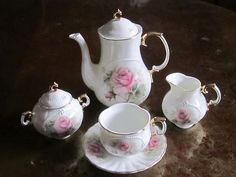 Tea Set in miniature