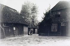 Best, boerderij, met bijgebouwen in het buitengebied  Kerkhof, Andries Wilhelmus van de (fotograaf) - 1930 - 1940 Farm Houses, Picture Credit, Eindhoven, Cabin, History, House Styles, Pictures, Outdoor, Photos