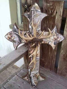 Camo Cross, love with the antlers! So need this for my living room Country Decor, Rustic Decor, Deer Decor, Wall Decor, Wall Art, Camo Rooms, Antler Art, Antler Crafts, Camo Crafts