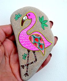 See How to Paint Gorgeous Stone Art with Artist Sehnaz Bac Hand Painted Stone Flamingo Beach stone with hand-painted designs in acrylics © Sehnaz Bac 2017 I paint and draw all of my original designs by free hand with acrylic paints, small brushes or paint Rock Painting Patterns, Rock Painting Ideas Easy, Rock Painting Designs, Paint Designs, Painted Patterns, Pebble Painting, Pebble Art, Stone Painting, Flamingo Beach