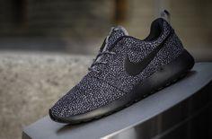 Nike WMNS Roshe Run Black & Grey