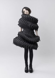 Wearable Art - sculptural black dress with spiralling form & textured surface detail; conceptual fashion design // Jenny Hsu by aimee Geometric Fashion, 3d Fashion, High Fashion, Fashion Dresses, Womens Fashion, Fashion Design, Fashion Trends, Paper Fashion, Mode 3d
