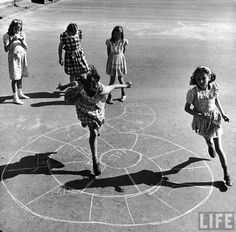 18 Glorious Vintage Photos Capture Kids Playing on the Streets of New York City in the 1940s