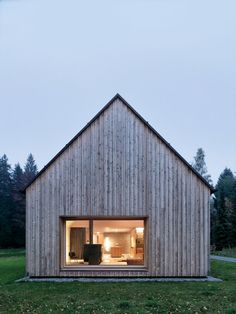 According to legend, the humble dwellings are ideal launchpads for remarkable lives, but lately they've become homes to aspire to. Prefab Homes, Cabin Homes, Residence Senior, Detail Architecture, Modern Barn House, Tiny House Movement, Cabins And Cottages, Cabins In The Woods, Little Houses