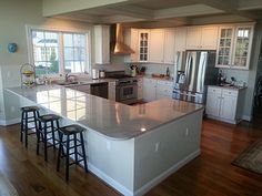 Incredible Small kitchen renovation before and after,Kitchen cabinets design layout online ideas and Small kitchen floor cabinets tips. Kitchen Cabinets Design Layout, Best Kitchen Layout, Kitchen Layout Plans, Small Kitchen Cabinets, Small Kitchen Layouts, Narrow Kitchen, Design Kitchen, Soapstone Kitchen, Oak Cabinets