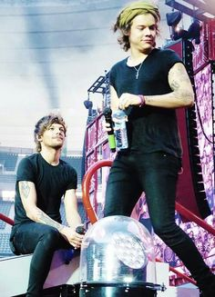 No I have to go to school and I'm having a random larry feels attack okey<<< me al the time. One Direction Harry Styles, One Direction Pictures, Direction Quotes, Larry Stylinson, Larry Shippers, Louis And Harry, Harry Edward Styles, Liam Payne, Niall Horan