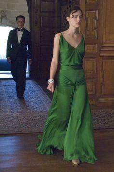 """Sienna Miller le roba el vestido de """"Expiación"""" a Keira Knightley para los #BFA"""