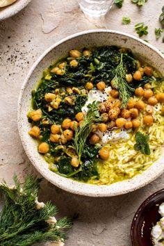 Persischer Kräuter- und Kichererbseneintopf mit Reis Persischer Kräuter - und Kichererbseneintopf mit Reis |halfbakedharvest.com #gesunde #Suppe #Einfachrezepte #Kichererbsen # #Videos #Einfach #Paleo #Vegan #Frühstück #Suppe #Gesund