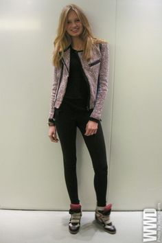 cute blazer and she dresses is down with awesome tennishoes