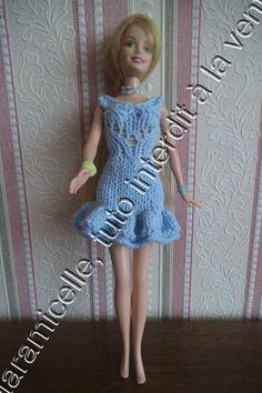 Robe courte au tricot pour poupée mannequin. Michelle Laramicelle
