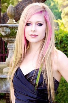 Ombre Hairstyles for Long Hair, Avril Lavigne Avril Lavigne Style, Avril Lavigne Photos, Avril Levigne, Tousled Bob, Lady, Glamour, Female Singers, New People, Her Hair
