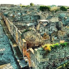 Archaeological sites Pompeii can be considered the only archaelogical site which gives the real image of roman city.The B&B is just 1 km from Pompeii . Ancient Pompeii, Pompeii Ruins, Pompeii Italy, Pompeii And Herculaneum, Ancient Ruins, Ancient History, Pompeii Pictures, Roman City, Archaeological Site