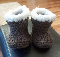 Winter crochet baby booties! Inspiration. I love how they added the trim!