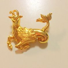 Beautiful Davinci Gold Tone Animal Figural Ram Pin Brooch - Zodiac Aries. Perfect gift for a March Birthday or April Birthday!
