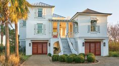 Light, Bright Exterior | A pair of Manhattanites find refuge on the mellow Carolina coast. And their elegant design leanings? They came, too – with an island spin.