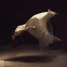 conceptual photography by Brooke Shaden . Photo Class, Levitation Photography, Southern Gothic, Shall We Dance, Penny Dreadful, Photoshop, Creative Portraits, Ballet, Dark Beauty