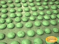 Μπεζέδες φυστίκι - Ζαχαροπλαστείο Lonis - www.lonis.gr Sprouts, Fruit, Vegetables, Food, Essen, Vegetable Recipes, Meals, Yemek, Veggies