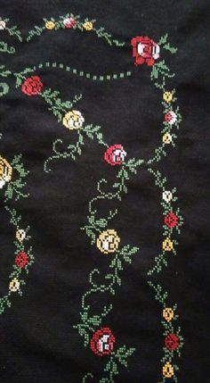 This Pin was discovered by NAL Cross Stitch Rose, Embroidery Designs, Diy And Crafts, Projects To Try, Brooch, Crochet, Model, Jewelry, Farmhouse Rugs