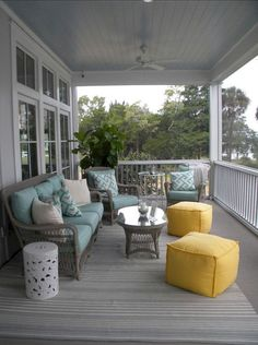 Adorn Your Outdoor Space With These 16 Porch Furniture Ideas 7