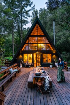 A Bay Area designer strips back an A-frame cabin to create a moody, modern-boho hideaway tucked among the evergreens. A Bay Area designer strips back an A-frame cabin to create a moody, modern-boho hideaway tucked among the evergreens. Best Tiny House, Tiny House Cabin, Cabin Homes, The House, Wood Homes, Cabin Design, Tiny House Design, Modern House Design, Modern Wood House