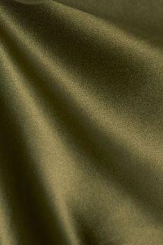 Armeegrün Cami Robe aus Seidensatin   Nili Lotan   NET-A-PORTER Jennifer Lawrence, Gigi Hadid, Kendall Jenner, Star Wars, Net A Porter, Nili Lotan, Satin, Colours, Dress